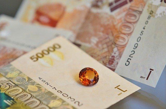 kamínek na bankovce