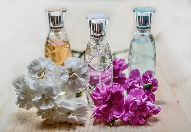 tři parfémy