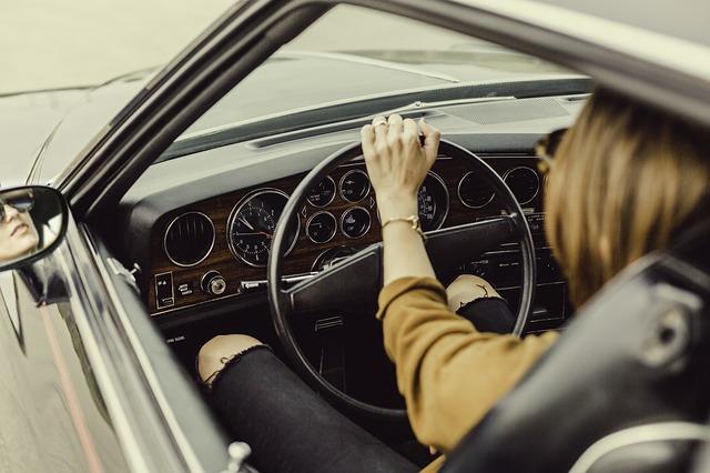 mladá řidička