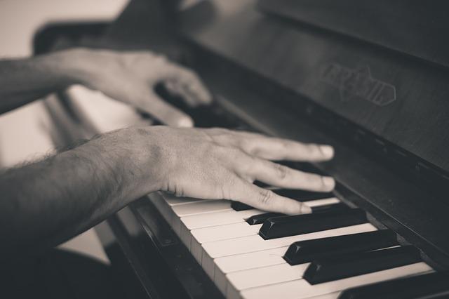 hraní na piano