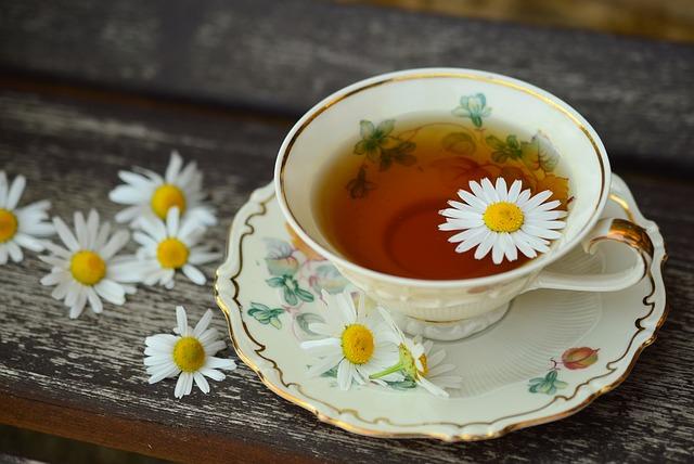 čaj s heřmánkem