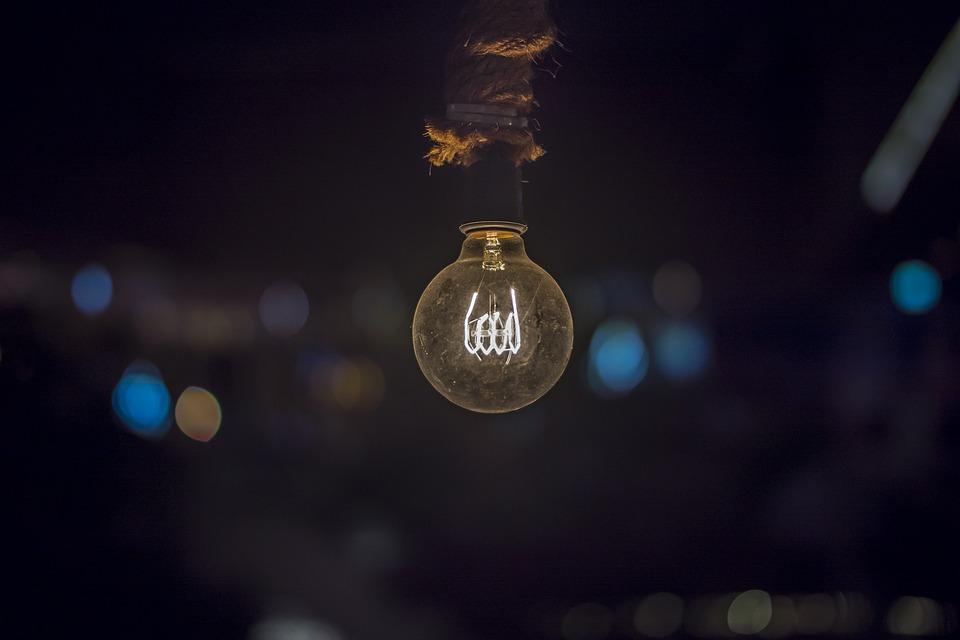visící žárovka